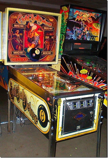 Eight Ball pinball machine