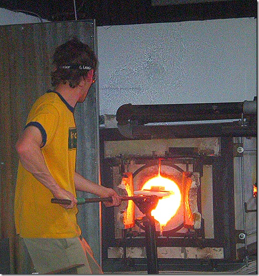 Glass blower at kiln 4