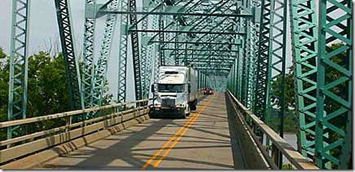 us 60 mississippi river bridge truck 2