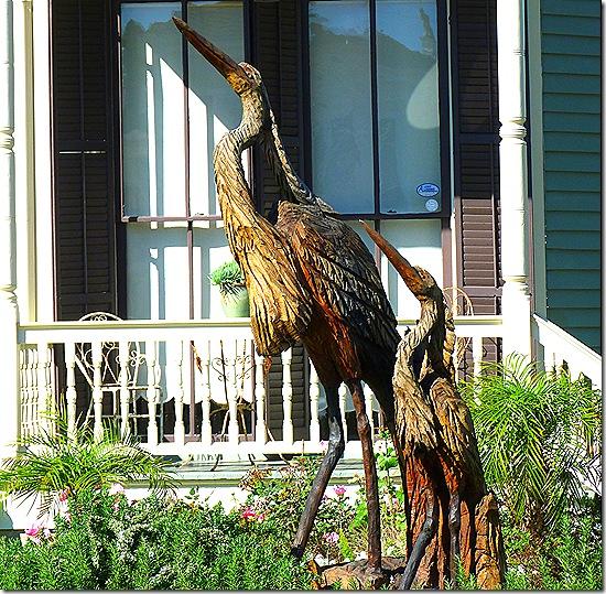 Tree statue birds