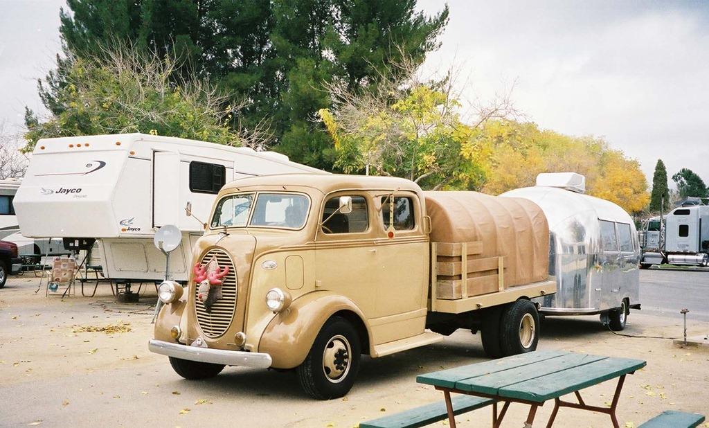 Unusual+Rvs+For+Sale Neil Hansen sent me this strange double truck