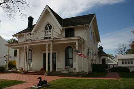 Amelia Earhart home outside 6