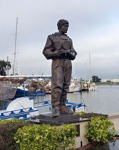 Sponge diver statue small