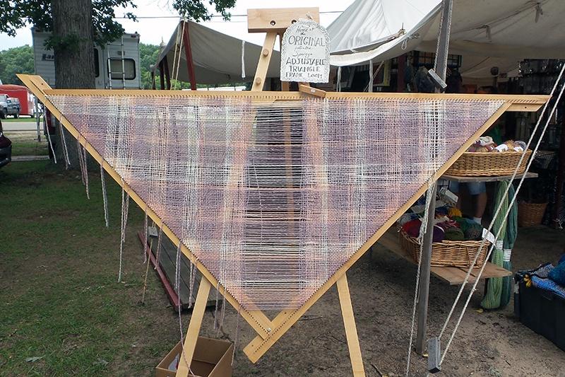 Triangle loom
