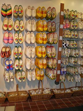 wooden-shoe-display